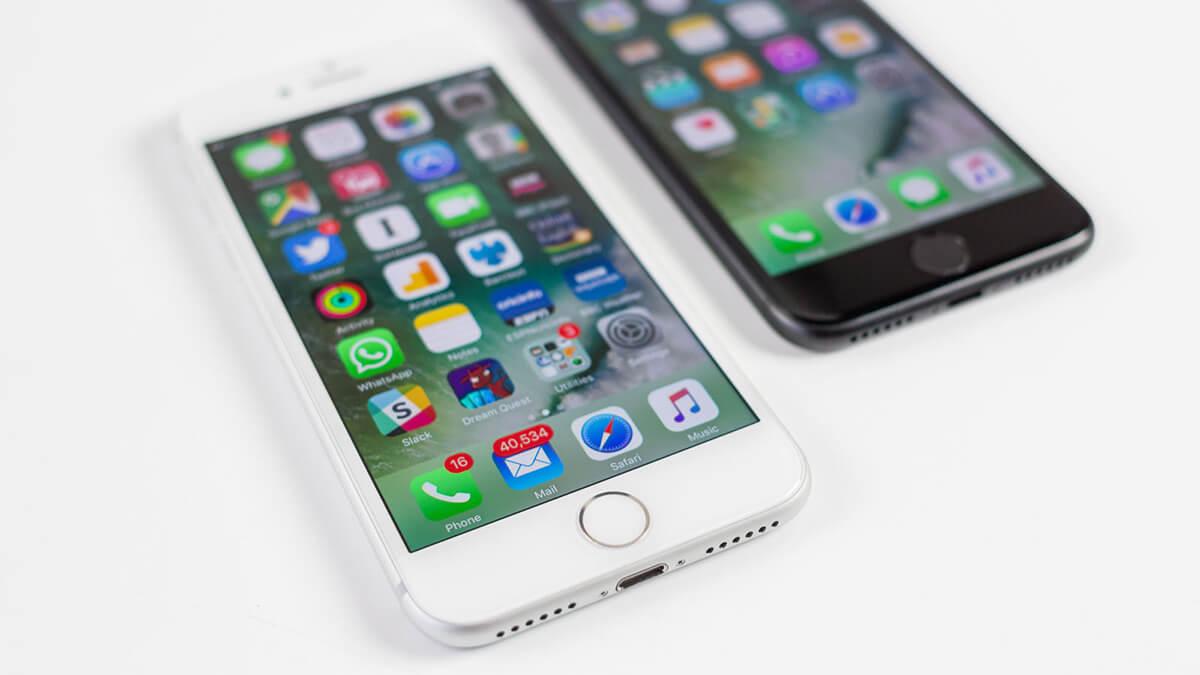iPhone 7 серебрянный и черный